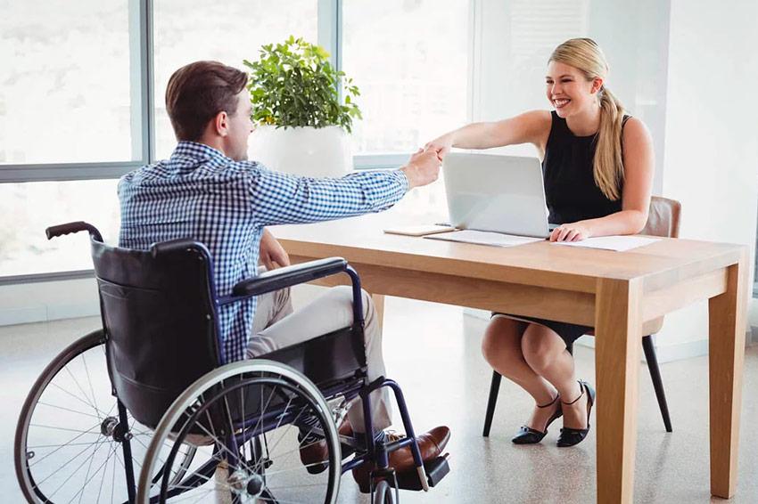 Deficiente Pessoas com deficiência em home office: Como a empresa pode ajudar